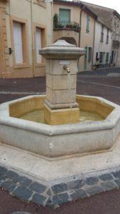 La fontaine place de l'ancienne Mairie remise en fonction